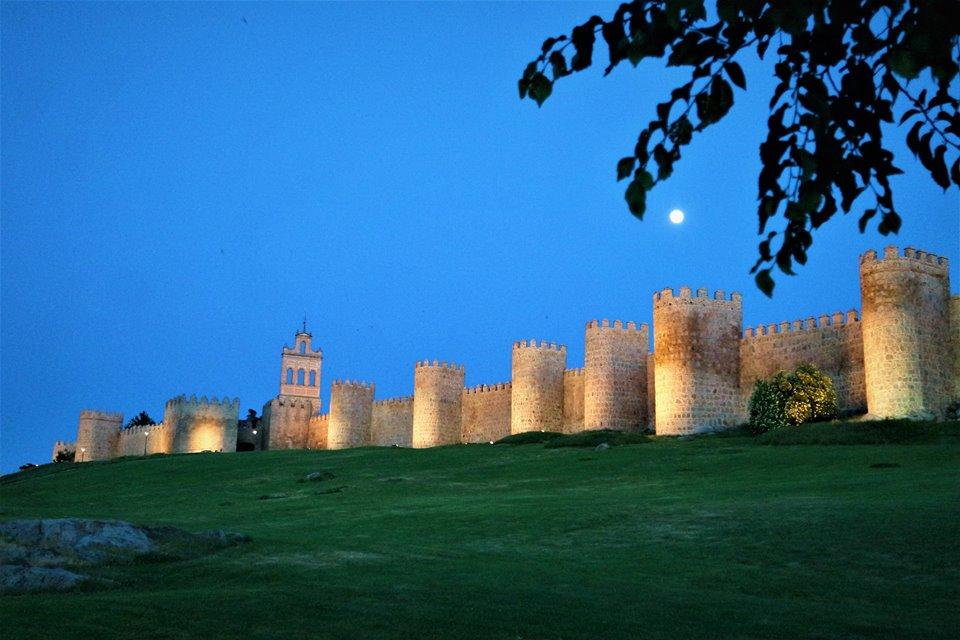 Atardecer en la muralla de Ávila