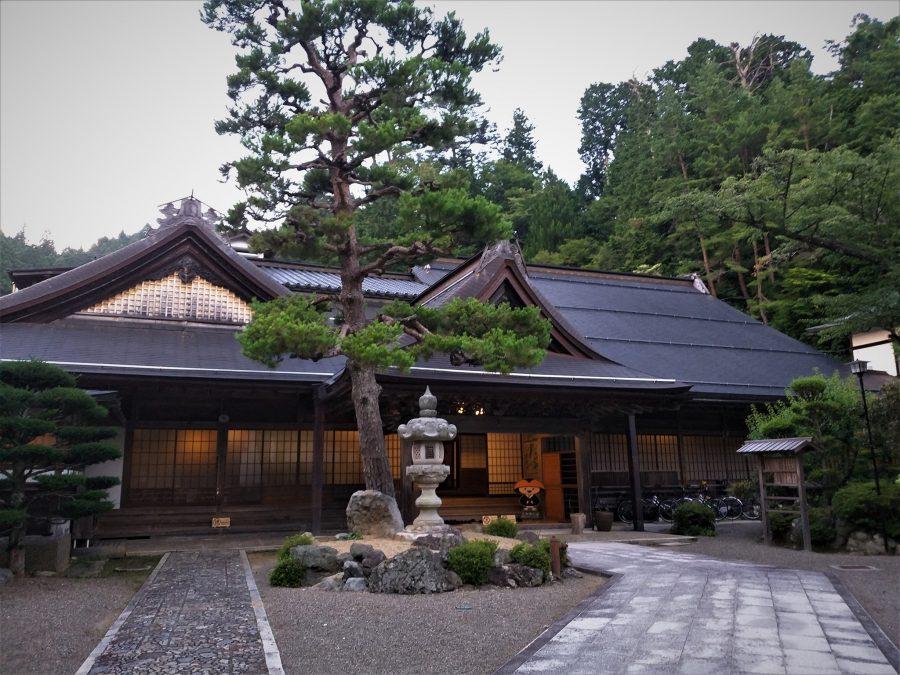 Dormir en un monasterio de Koyasan, Japón
