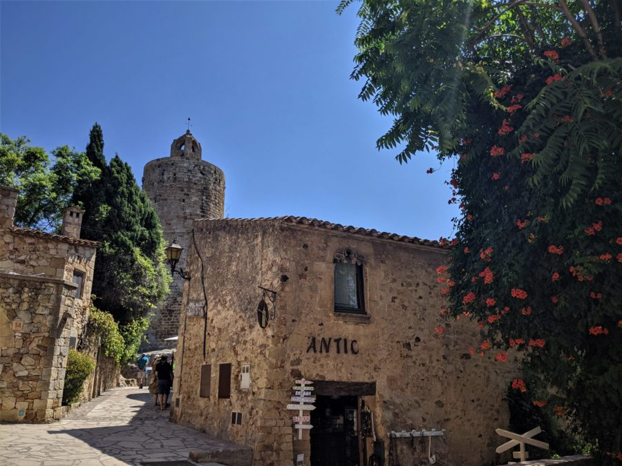 La Torre de las Horas, qué ver en Pals Girona