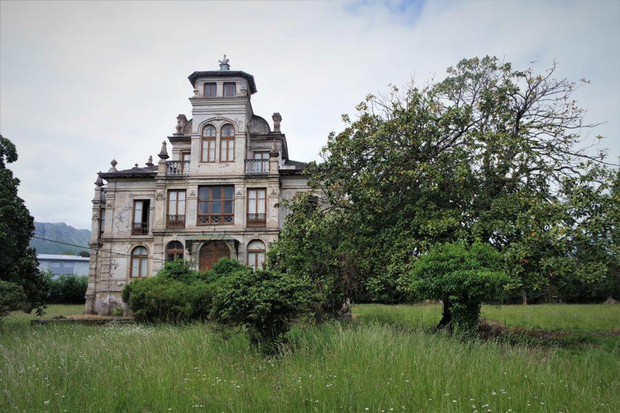 Casa de El Orfanato en Llanes. lugares de películas en Llanes